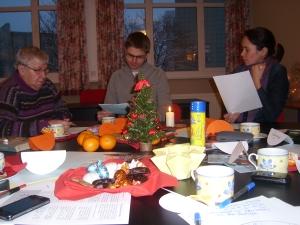 Teilnehmende am lebendigen Adventskalender des Schreibzentrums
