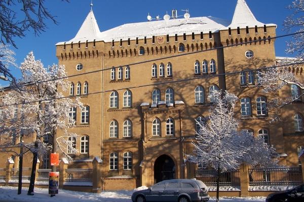 Gebäude Viadrina Sprachenzentrum im Schnee